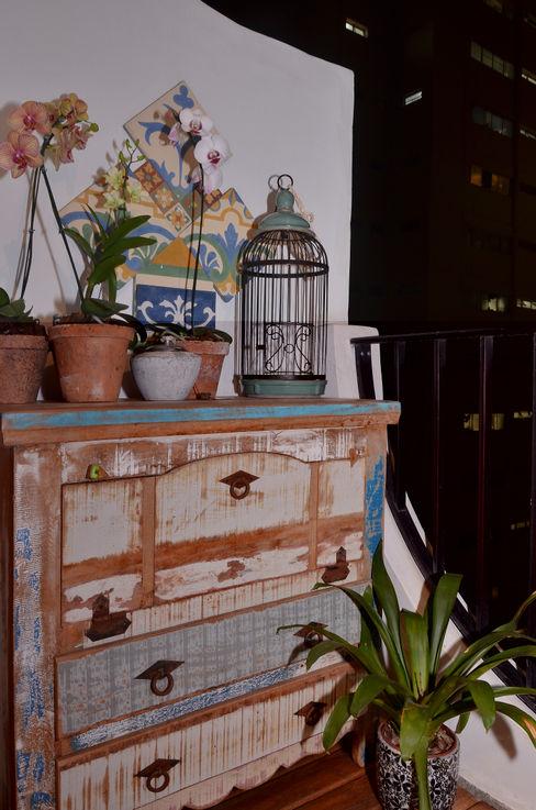 Renata Romeiro Interiores Balconies, verandas & terraces Plants & flowers