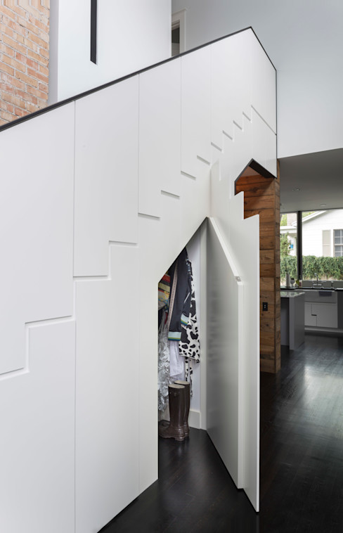 Palma Plaza Residence Hugh Jefferson Randolph Architects Modern corridor, hallway & stairs