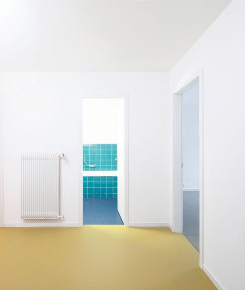 Holzhausen Zweifel Architekten Baños de estilo moderno