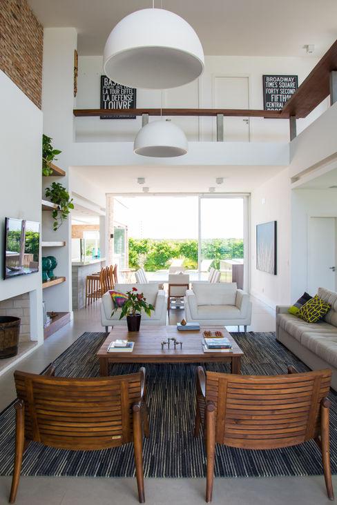 SBARDELOTTO ARQUITETURA 现代客厅設計點子、靈感 & 圖片