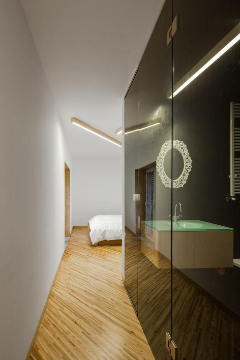 SilverWoodHouse Joao Morgado - Architectural Photography モダンスタイルの 玄関&廊下&階段