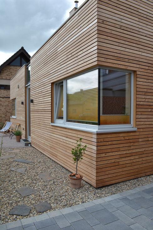 Straßenfassade arieltecture Gesellschaft von Architekten mbH BDA Holzhaus