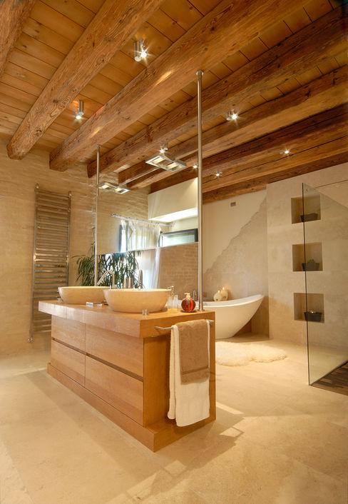 STUDIO CERON & CERON Modern style bathrooms