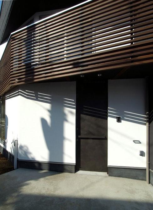 扇翁 充総合計画 一級建築士事務所 モダンな 窓&ドア