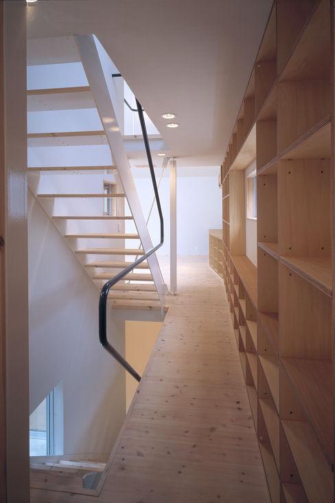 借景の家 充総合計画 一級建築士事務所 ミニマルスタイルの 玄関&廊下&階段