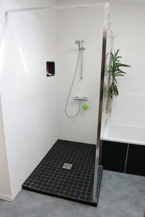 Transformation d'une salle de stockage en une salle de bain Mint Design Salle de bain moderne