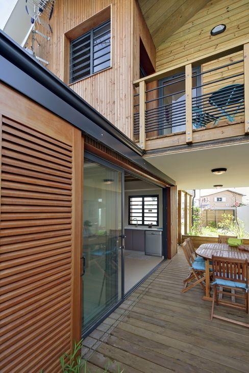 T&T architecture Tropical style balcony, veranda & terrace