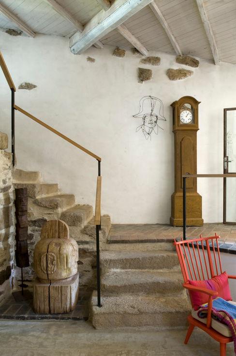 Oito Interiores 現代風玄關、走廊與階梯