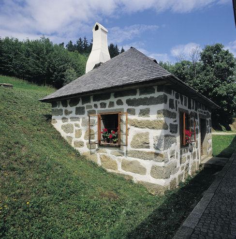 Gartenhaus mit Erdkeller komplett aus Granit Jahn Gewölbebau Landhäuser
