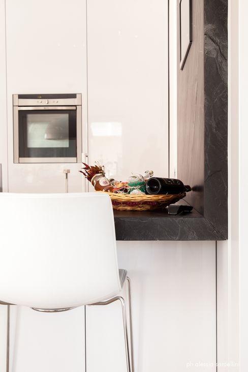 House 090 COOLSTOODIO Cucina minimalista