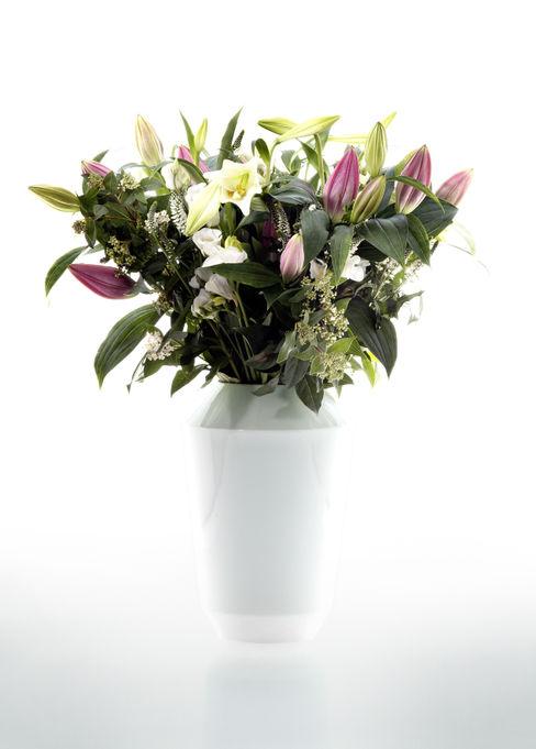 Luna Vase homify WohnzimmerAccessoires und Dekoration Porzellan Weiß