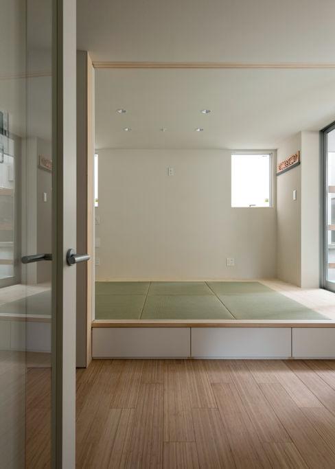 ENCLOSE 充総合計画 一級建築士事務所 モダンデザインの 多目的室