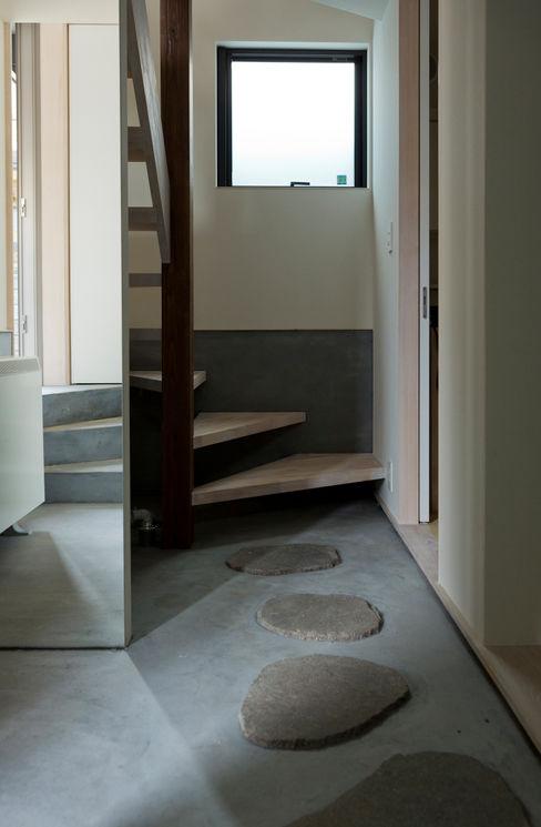 FORT 充総合計画 一級建築士事務所 モダンスタイルの 玄関&廊下&階段