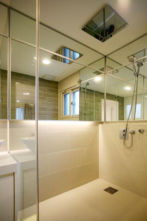 HBA-rchitects Minimalist style bathrooms