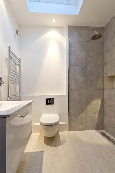 Parsons Green Basement Dig out and Extension Balance Property Ltd Baños de estilo moderno