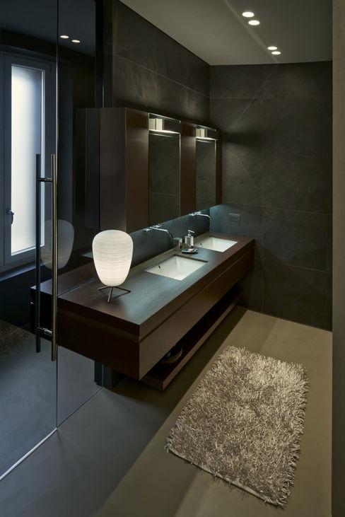 Onice Minimalist style bathroom