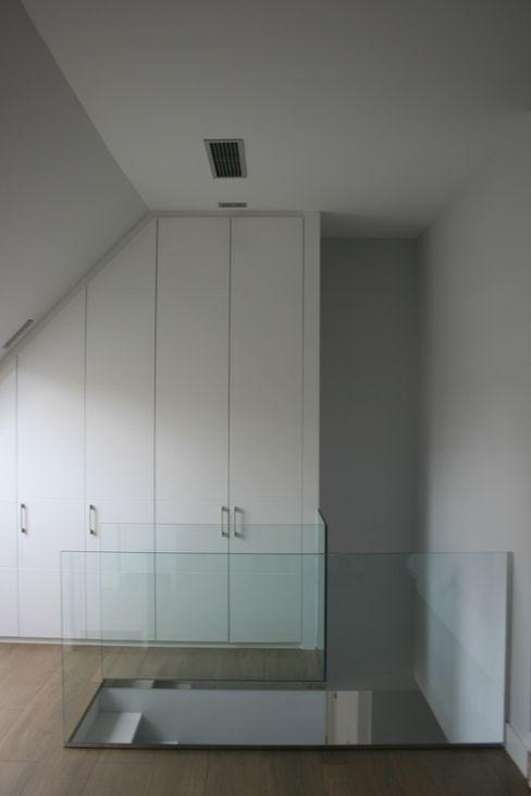 Vestidor totalmente integrado key home designers Vestidores de estilo moderno