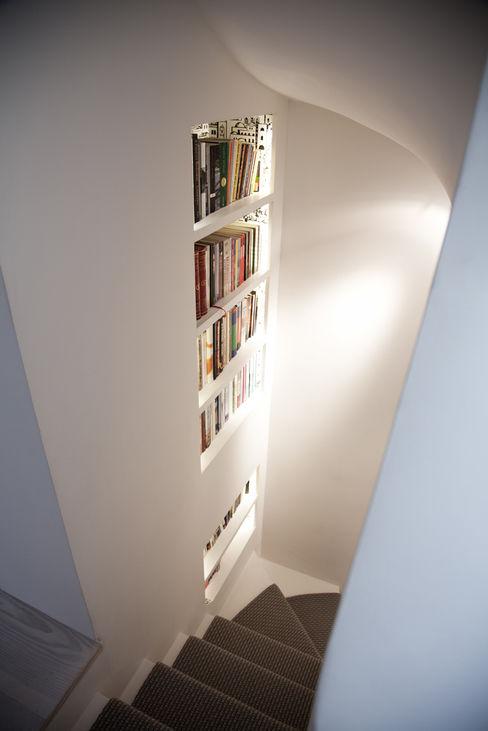 Staircase homify Ingresso, Corridoio & Scale in stile moderno