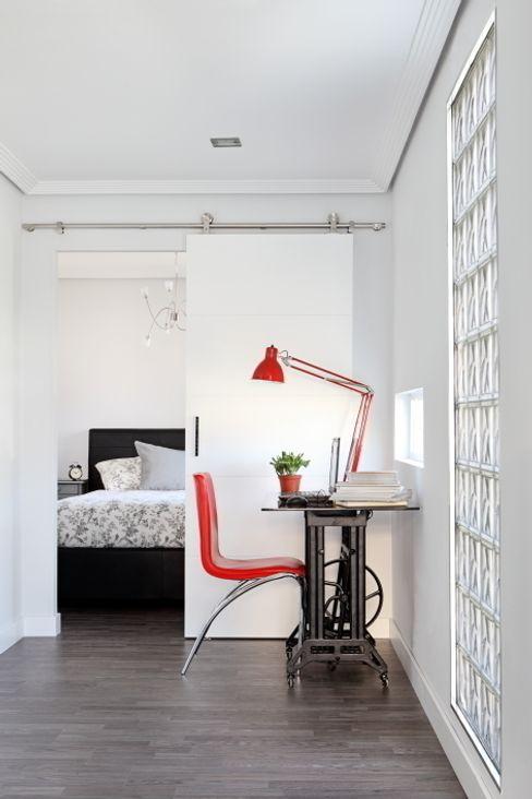 Zona de estudio y dormitorio BATLLÓ CONCEPT Estudios y despachos de estilo ecléctico
