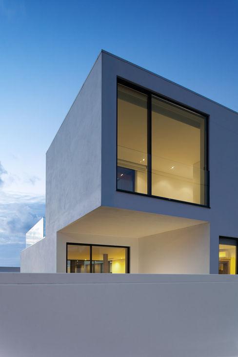 PM house m2.senos Casas de estilo clásico