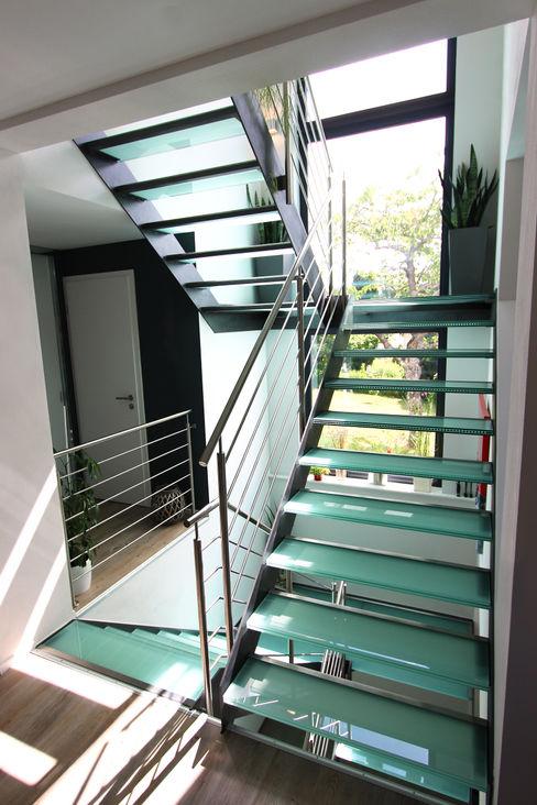 lifestyle-treppen.de モダンスタイルの 玄関&廊下&階段