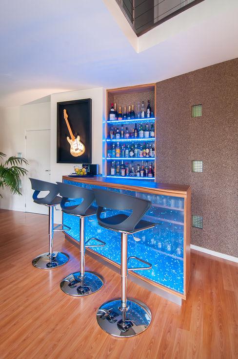 Création et intégration d'un comptoir-bar contemporain Atelier Pourpre Design & Décoration SPRL Salle à mangerBars & buffets