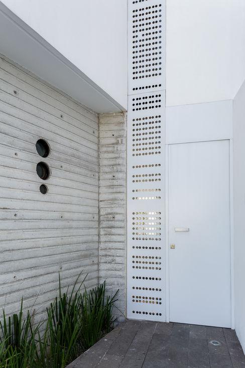 Taller ADC Architecture Office Hình ảnh cửa sổ & cửa ra vào phong cách tối giản