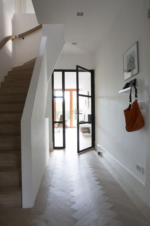 Boks architectuur 現代風玄關、走廊與階梯