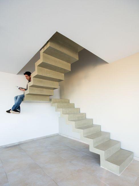 Estudio A+3 現代風玄關、走廊與階梯