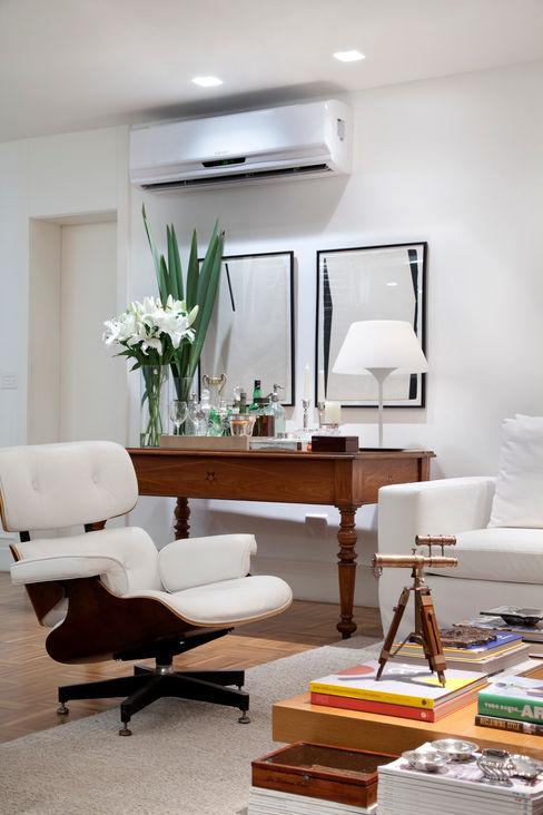 Sala de estar Angela Medrado Arquitetura + Design Salas de estar ecléticas