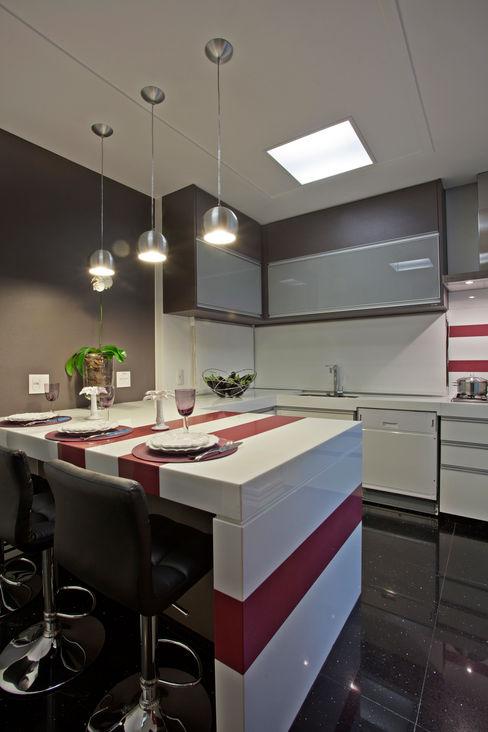 Designer de Interiores e Paisagista Iara Kílaris Moderne Küchen