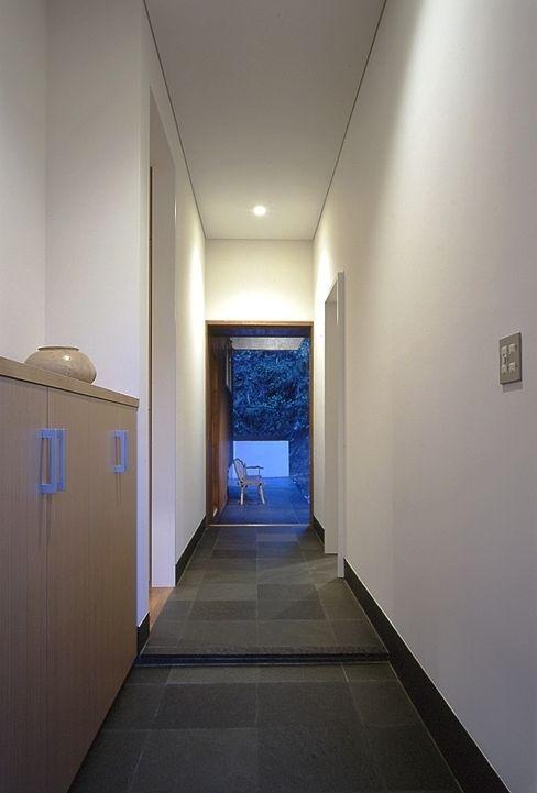 下田の家 TAMAI ATELIER モダンな 壁&床