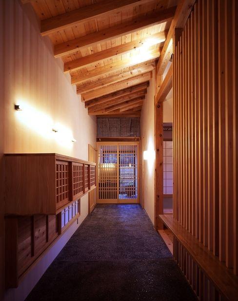 TAMAI ATELIER Classic corridor, hallway & stairs
