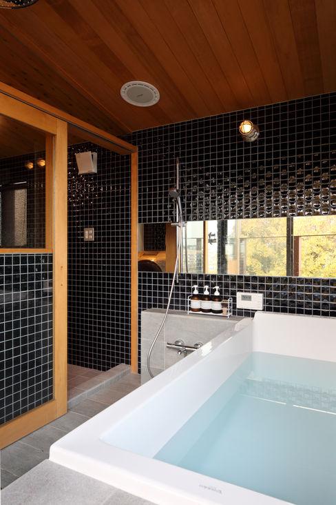 横浜の家 TAMAI ATELIER モダンスタイルの お風呂