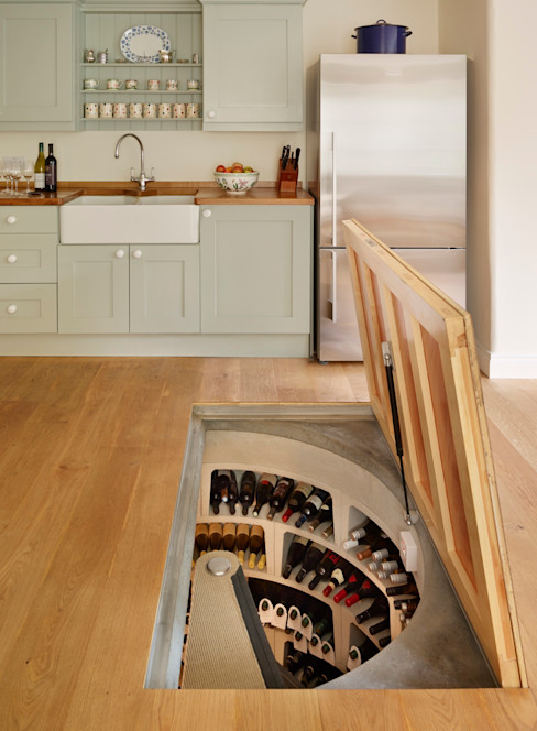 The 'Essential Cellar' wine cellar kit enabled the owner of this home to build their cellar in less than 2 weeks homify モダンデザインの ワインセラー