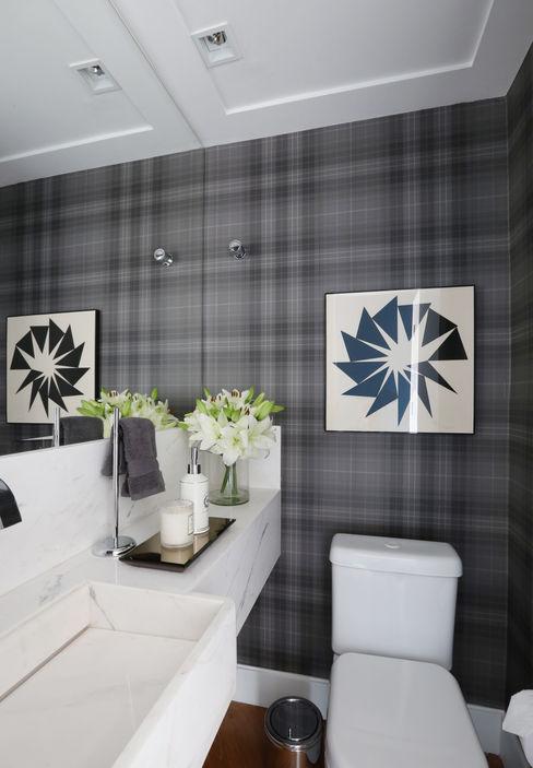 Apartamento R|C Now Arquitetura e Interiores Banheiros modernos