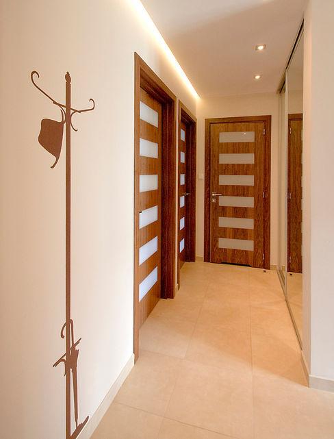 Mieszkanie na Tarchominie Ładne Wnętrze Nowoczesny korytarz, przedpokój i schody