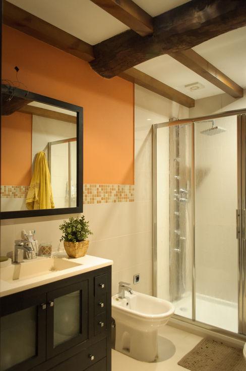Intra Arquitectos Country style bathroom