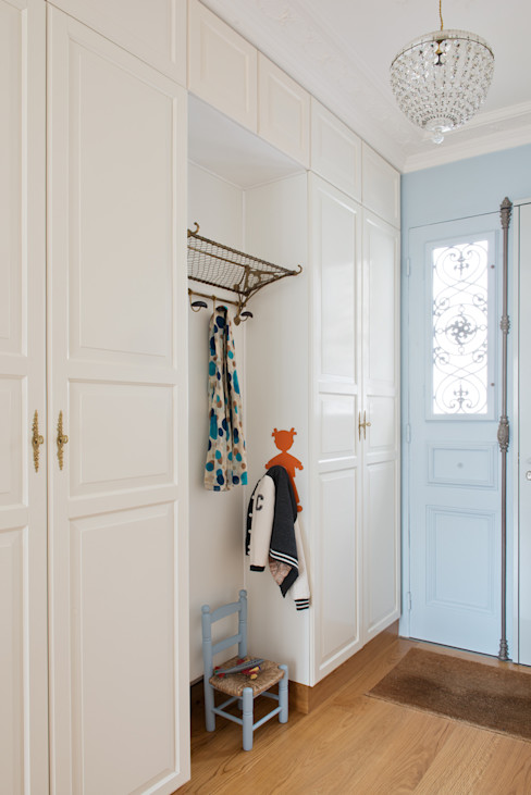 MELANIE LALLEMAND ARCHITECTURES Classic style corridor, hallway and stairs