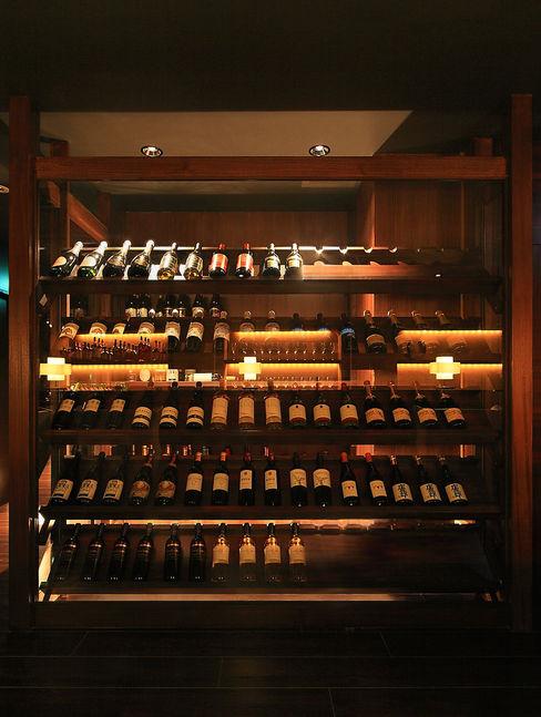 猪股浩介建築設計 Kosuke InomataARHITECTURE Ruang Penyimpanan Wine/Anggur Modern