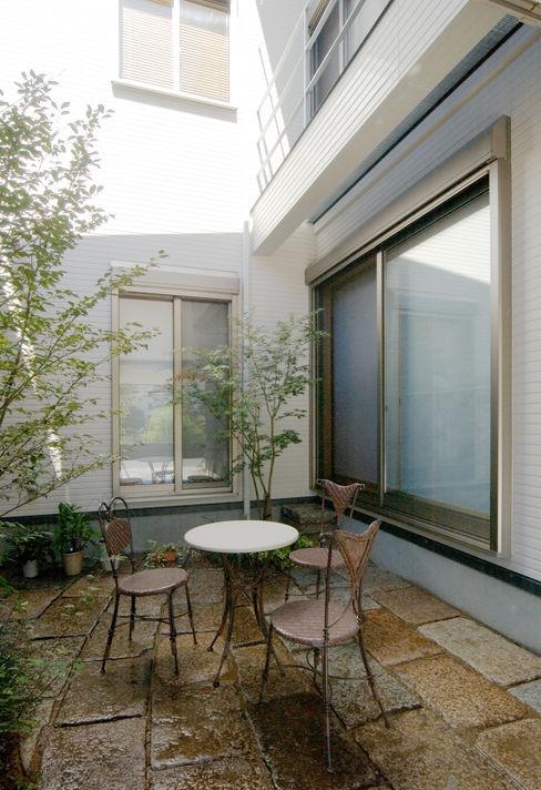 鶴巻デザイン室 Taman Modern