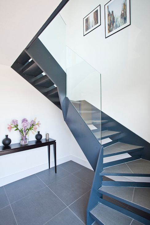 House in Hamble-le-Rice II LA Hally Architect Modern Corridor, Hallway and Staircase