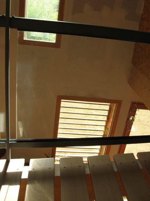 Catherine DANIEL Architecte Corredores, halls e escadas modernos