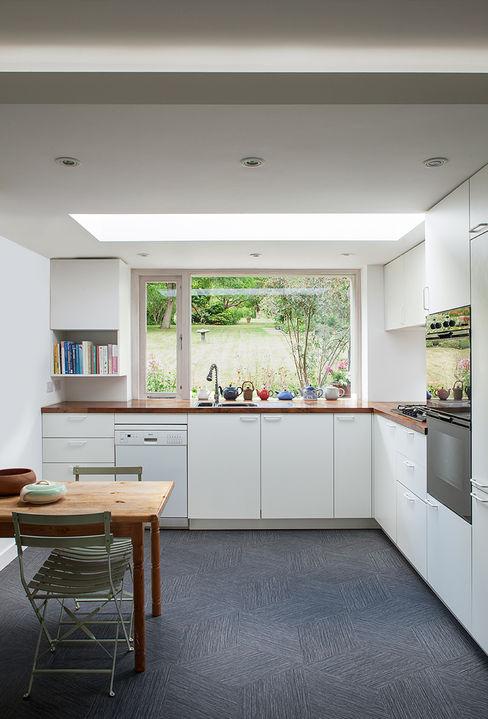 Private House in Epsom, Surrey Francesco Pierazzi Architects Moderne Küchen Weiß