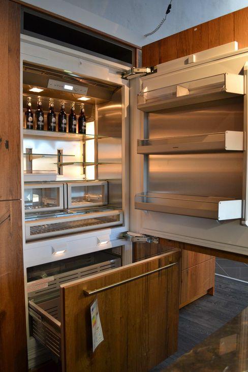eggersmann Beton dunkel mit Altholz Eiche Wohn- und Küchendesign Meyer GmbH KücheAufbewahrung und Lagerung