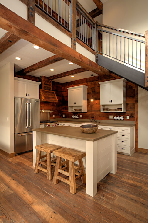 Lucky 4 Ranch Uptic Studios Rustic style kitchen