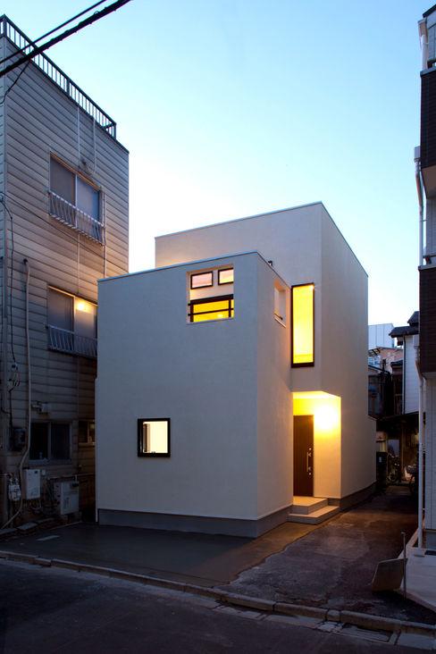 大島の家/エントランス夜景 アトリエ・ノブリル一級建築士事務所 ミニマルな 家