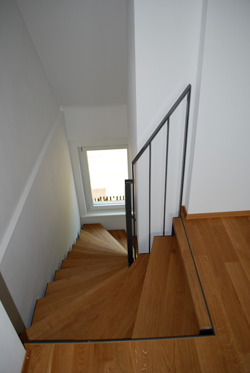 Beat Nievergelt GmbH Architekt راهرو سبک کلاسیک، راهرو و پله