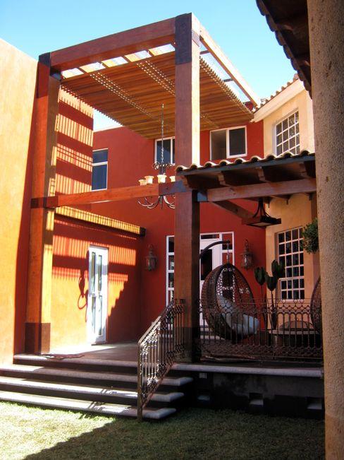 Remodelación, ampliación Casa AL IPALMA ARQUITECTOS Balcones y terrazas eclécticos