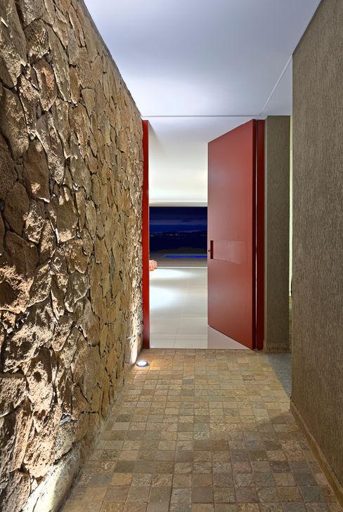 Lage Caporali Arquitetas Associadas Eclectic style windows & doors